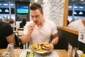 Gesunde Ernährung in den Alltag integrieren